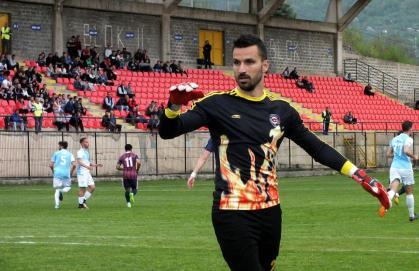 Кризата продолжува, Митровиќ одбрани пенал и го расплака Скопје